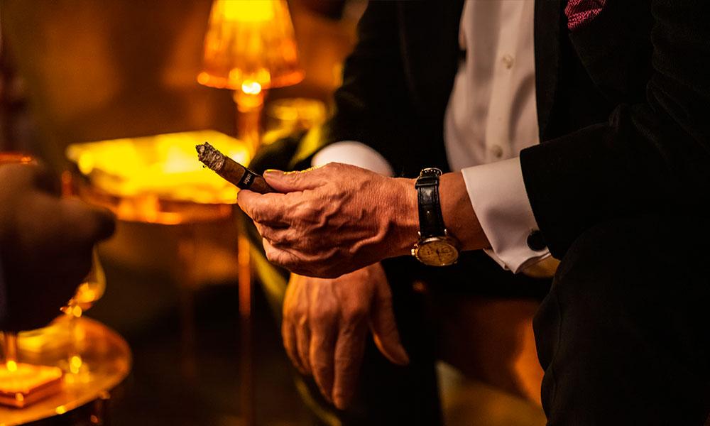 Zigarren in Hand
