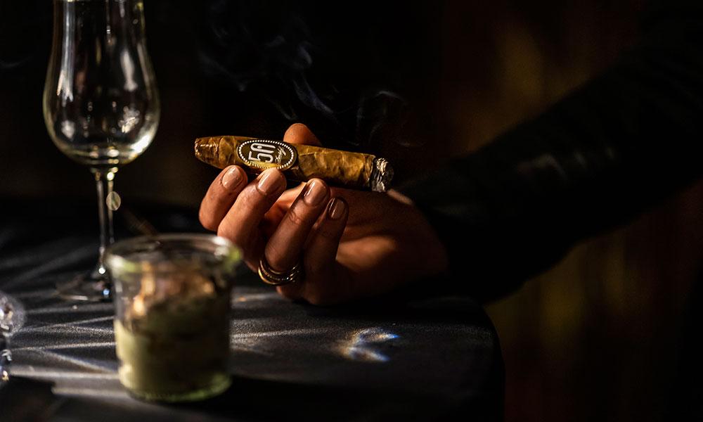 Zigarren angezündet