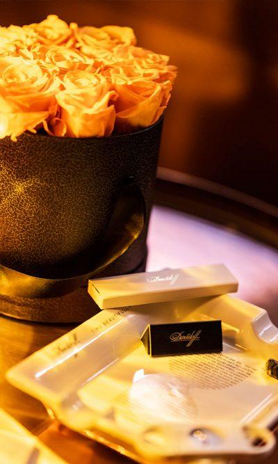 Zigarren Lounge Köln Rosen und Teller