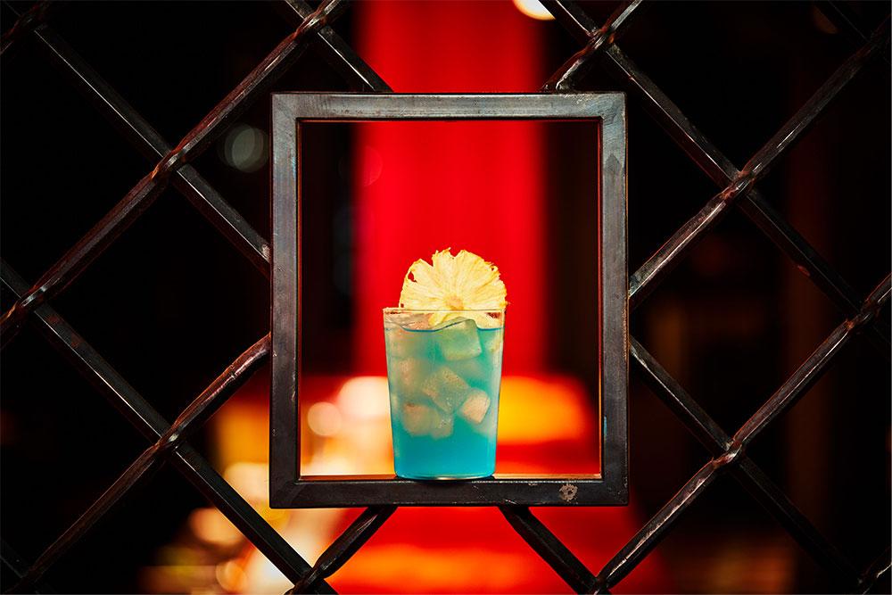 the-grid-bar-cocktail-square-paper-portraits-2020-blue-monday